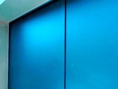 widerstandsfähige Garagentorfüllung aus HPL Kompaktplatten