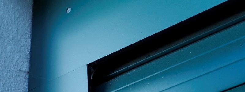 witterungsbeständige Schichtstoffplatten als Torrahmenverkleidung