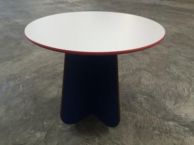 Kompaktplatte als Tischplatte rund Kanten ballig gefräst 13mm roter Kern Dekor U001