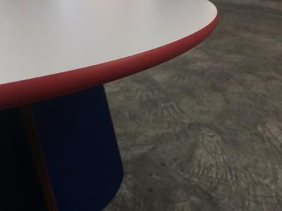 Kompaktplatte als Tischplatte rund Kanten ballig gefräst 13mm roter Kern Dekor U001 Detail