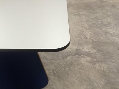 Tischplatte Kanten ballig gefräst 10mm schwarzer Kern Dekor U011 Detail