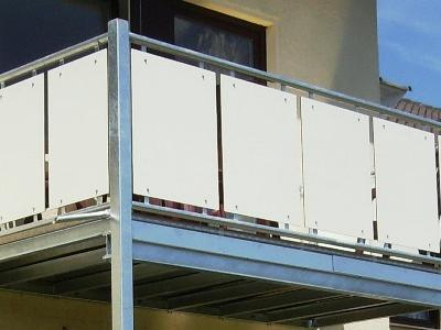 witterungsbeständige Balkonverkleidung aus HPL Kompaktplatten