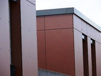 Fassadenverkleidung aus HPL oder Kompaktplatten