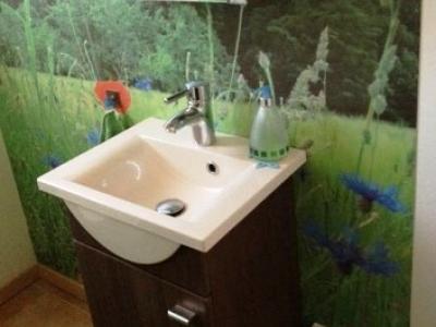 dekorative Sanitärwand aus HPL mit Digitaldruck
